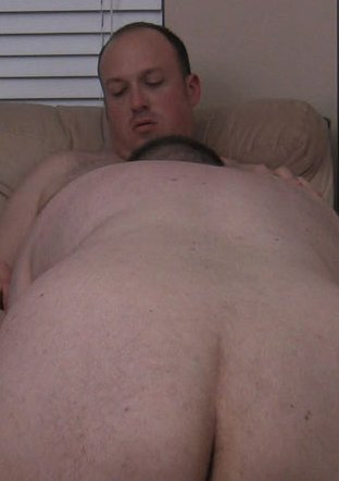 Huge hair ass cheeks and white soft back of this chubby bear gay ? bending ...
